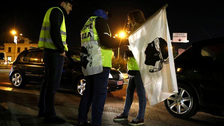 """Des """"gilets jaunes"""" à Ajaccio, le 6 décembre 2018. (PASCAL POCHARD-CASABIANCA / AFP)"""