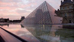 Une bijouterie située dans une galerie marchande face au musée du Louvre à Paris a été cambriolée dans la nuit du 4 au 5 avril 2015. (MANUEL COHEN / AFP )