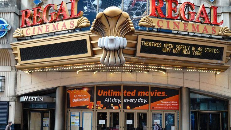 Le cinéma Regal à Times Square, à New York, le 5 octobre 2020.  (JOHN NACION / NURPHOTO / AFP)