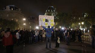 """Un manifestant brandit une banderole """"hommage à Rémi Fraisse"""", à Paris, le 26 octobre 2017. (THOMAS SAMSON / AFP)"""