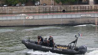 La brigade fluviale de la préfecture de police de Paris, le 24 août 2017. (MAXPPP)