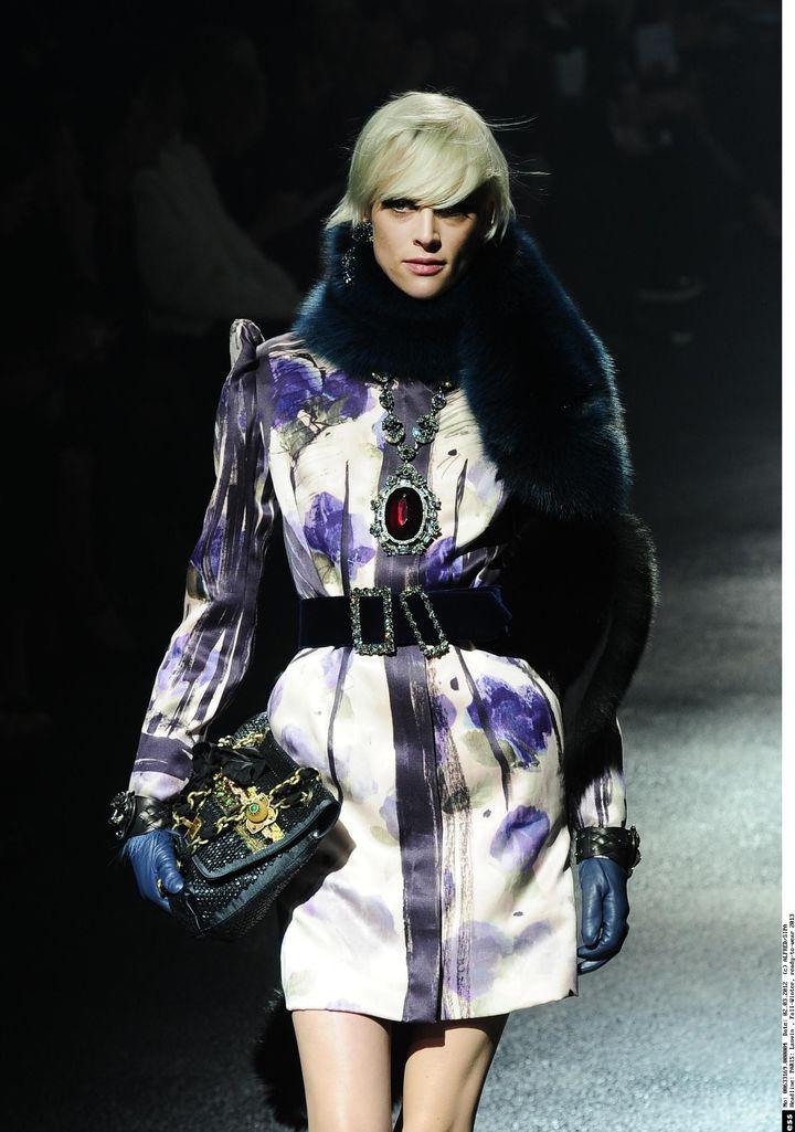 Une tenue créée parAlber Elbaz etLucas Ossendrijver pour la collection Automne/Hiver 2013 de Lanvin  (ALFRED/SIPA)