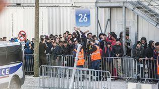 """Evacuation de la """"jungle"""" de Calais (Pas-de-Calais), le 2 novembre 2016.  (JULIEN PITINOME / ANADOLU AGENCY / AFP)"""