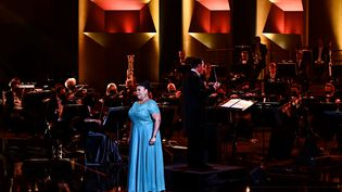La soprano guyanaiseMarie-Laure Garnier sur la scène des 28e Victoires de la Musique Classique,le 24 février 2021,à l'Auditorium de Lyon. (JEFF PACHOUD / AFP)