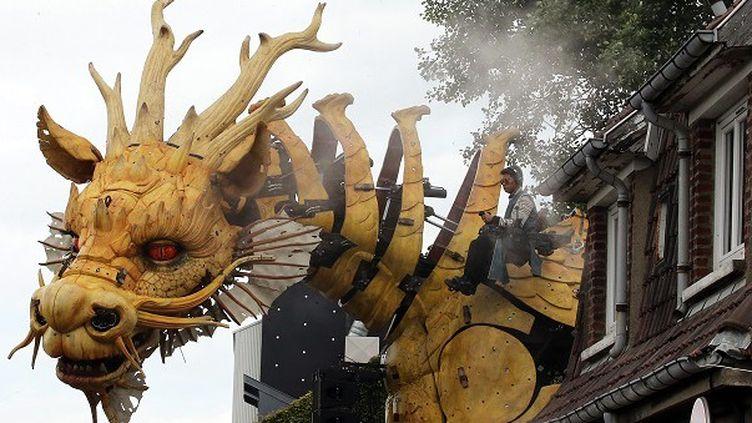"""Long Ma, le Dragron-Cheval de la compagnie """"La Machine"""", découvre pour la première fois Calais  (PHOTOPQR/VOIX DU NORD/MAXPPP)"""
