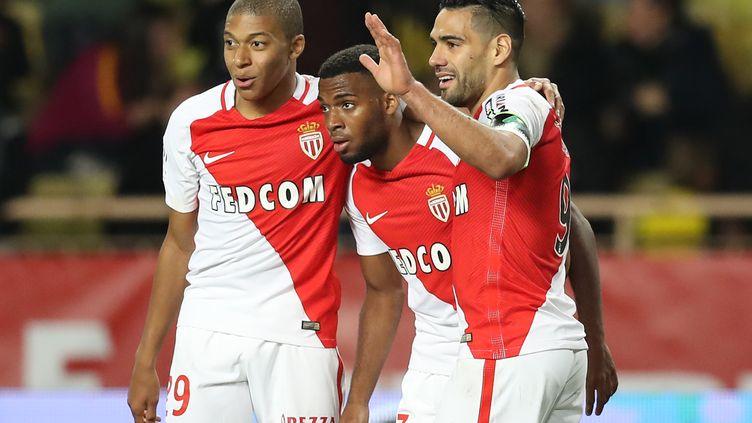 Les attaquants monégasques, Kylian Mbappé, Thomas Lemar et Falcao heureux après leur large victoire sur Bastia. (VALERY HACHE / AFP)