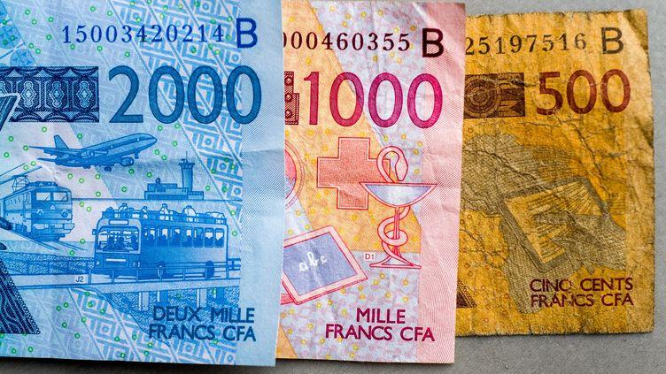 Billets de 2000, 1000 et 500 Francs CFA. Hérité de la colonisation française, ce nom changera pour devenir Eco. La France et les huit Etats africains de l'UEMOA ont signé un accord monétaire en ce sens le 21 décembre 2019. (FRÉDÉRIC SCHEIBER / HANS LUCAS / HANS LUCAS VIA AFP)