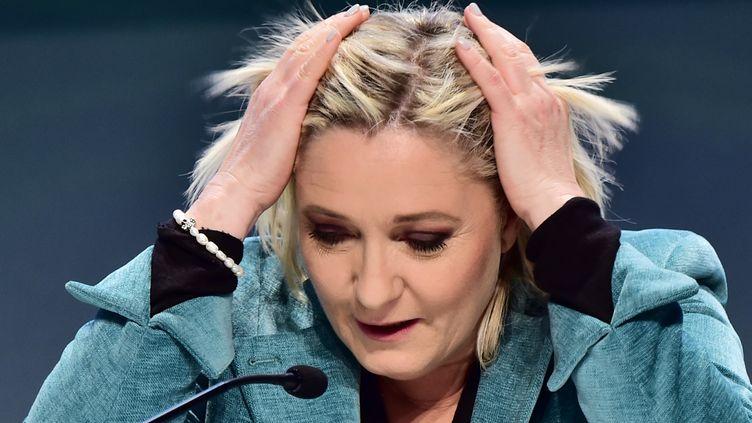 Marine Le Pen,laprésidente du Front national, lors d'une conférence de presse à Milan (Italie), le 29 janvier 2016. (GIUSEPPE CACACE / AFP)