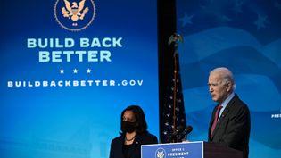 Le président élu, Joe Biden, et la vice-présidente élue, Kamala Harris, le 8 janvier 2021 à Wilmington (Etats-Unis). (JIM WATSON / AFP)