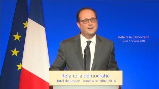 """Hollande : """"Trois mandats successifs pour les parlementaires et les exécutifs locaux, c'est une durée suffisant"""""""