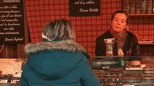 Alors que les fêtes approchent, il y a un endroit qui sait faire vivre la magie de Noël : c'est Colmar en Alsace. Avec pas moins de cinq marchés et le sens du spectacle, plusieurs fois par semaine, des chorales d'enfants donnent un concert original et féérique. (France 3)