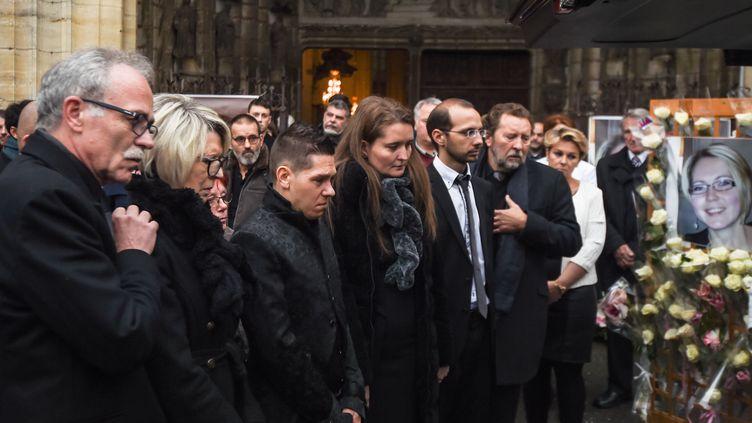 La famille d'Alexia Daval, le 8 novembre 2017, lors des funérailles de la jeune femme àGray(Haute-Saône),avec de gauche à droite : Jean-Pierre Fouillot (son père), Isabelle Fouillot (sa mère), Jonathann Daval (son mari), Stephanie (sa sœur) et Grégory Gay (son beau-frère). (SEBASTIEN BOZON / AFP)