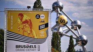 L'affiche du départ du Tour de France, à Bruxelles (Belgique), le 3 juillet 2019. (MARCO BERTORELLO/AFP)