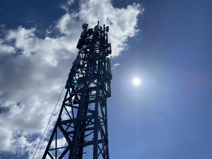 Un antenne de téléphonie mobile près de Berlin le 26 mai 2020. (CHRISTOPH DERNBACH / DPA / AFP)