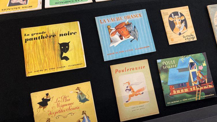 Exemplaires des albums du Père Castor exposés à la Galerie Gallimard à Paris, 8 septembre 2021 (Laurence Houot / FRANCEINFO CULTURE)