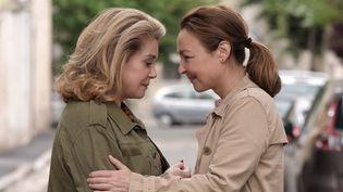 """Catherine Deneuve et Catherine Frot dans """"Sage femme"""".  (Michael Crotto / Allociné)"""
