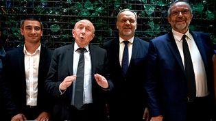 Le maire de Lyon, Gérard Collomb (2e à gauche), entouré de son adjoint Yann Cucherat et des élus LR François-Noël Buffet et Etienne Blanc. (JEFF PACHOUD / AFP)