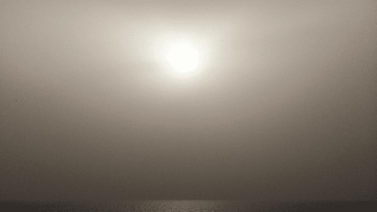 Le ciel d'Ajaccio (Corse-du-Sud), le 30 novembre 2014, alors que la ville fait face à une grave pollution aux particules fines. (FRANCE 3 CORSE VIA STELLA)