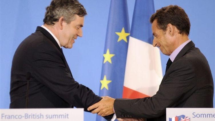 Le premier ministre britannique Gordon Brown et le président françaéis Nicolas Sarkozy, le 6 juillet 2009, à Evian. (© AFP/JEAN-PIERRE CLATOT)