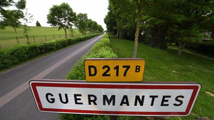Monique Olivier et Michel Fourniret seront tous les deux transportés jeudi 15 octobre à Guermantes (Seine-et-Marne), oùla fillette de neuf ans avait disparu, en 2003. (CHRISTOPHE ABRAMOWITZ)