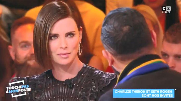 """Charlize Theron, le24 avril 2019, sur le plateau de l'émission """"Touche pas à mon poste"""". (C8)"""