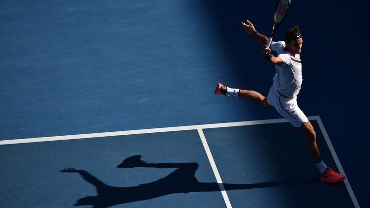 Roger Federer poursuit son sans-faute à Melbourne (PETER PARKS / AFP)