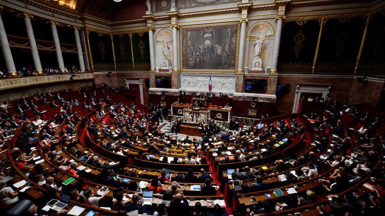 """La""""LOM"""" (loi d'orientation sur les mobilités) a été votée par 372 voix contre 40 et 144 abstentions, le 18 juin 2019, avec le soutien de la majorité LREM-MoDem et du groupe UDI. (GERARD JULIEN / AFP)"""