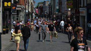 Des personnes sur la Grafton Street à Dublin (Irlande) le 29 juin 2021. (ARTUR WIDAK / NURPHOTO)