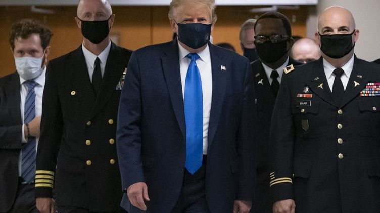 Le président américain Donald Trump en visite dans un centre militaire médical dans le Maryland, le 11 juillet 2020. (ALEX EDELMAN / AFP)