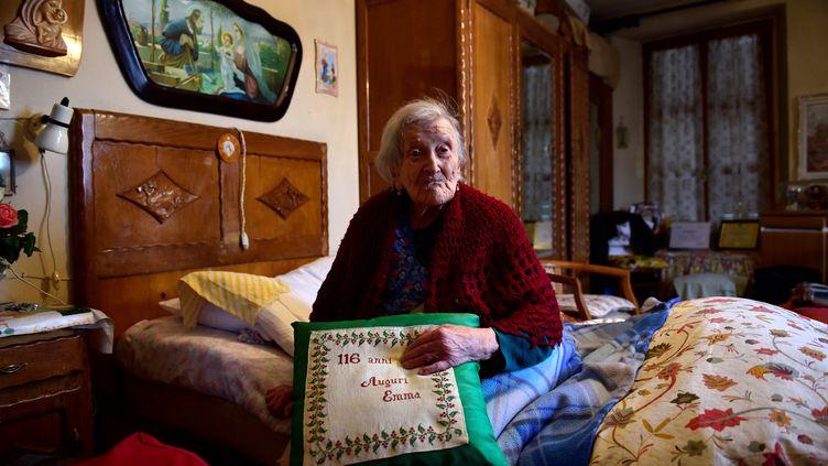 La doyenne de l'humanité, Emma Morano, chez elle, à Verbania (région du Piémont), dans le nord de l'Italie, le 14 mai 2016. (OLIVIER MORIN / AFP)
