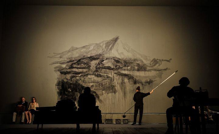 Marine Dillard réalise une fresque en direct  (Arno Declair)