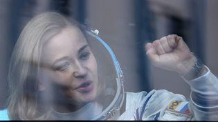 L'actrice russe Ioulia Peressild, en route pour le cosmodrome de Baïkonour, au Kazakhstan, où elle doit s'envoler dans l'espace pour le tournage d'un film (5 octobre 2021) (VALERY SHARIFULIN/TASS / SIPA)