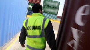 Une opération de contrôles des Douanes Françaises dans le port du Havre, le 27 mars 2017. (Photo d'illustration) (LP/YANN FOREIX / MAXPPP)