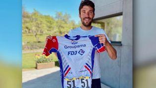 Cette semaine, un maillot porté par le cycliste Thibault Pinot s'est vendu 6 300 euros (FRANCE 2)