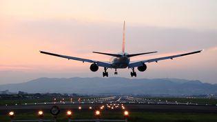 A cause de leur iPhone, des automobilistes ont terminé sur les pistes d'atterrissage et de décollage d'un aéroport américain, en septembre 2013. (YUJI KOTANI / GETTY IMAGES)