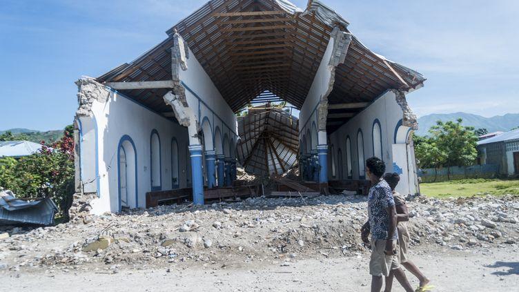 L'église de l'Immaculée Conception a sombré sous les convulsions d'un violent séisme dans la commune des Anglais à Haïti, faisant 17 victimes, le 14 août 2021. (REGINALD LOUISSAINT JR / AFP)