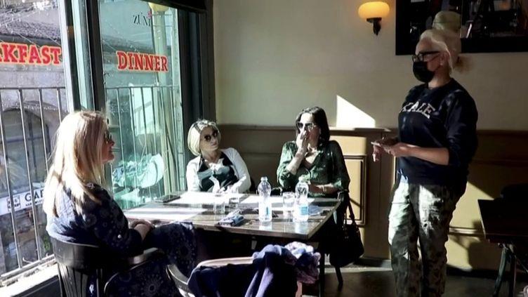 Restaurant ouvert en Israël. (FRANCEINFO)