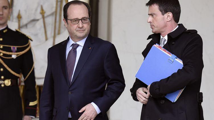Le président de la République, François Hollande, et le Premier ministre, Manuel Valls, le 1er avril 2015 à l'Elysée. (ALAIN JOCARD / AFP)