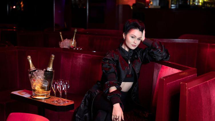 """La danseuse Viktoria Modesta présenteau Crazy Horse le spectacle """"Bionic Showgirl"""". (GEOFFROY VAN DER HASSELT / AFP)"""