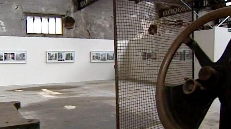 Biennale de la photographie à Sedan dans une ancienne usine de tissus  (France 3 Culturebox)