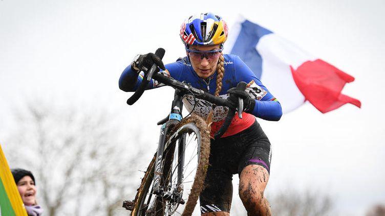 Pauline Ferrand-Prévot, championne du monde de VTT. (DAVID STOCKMAN / BELGA MAG / AFP)