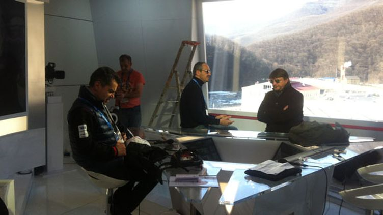 Laurent Luyat, François Brabant et Lionel Chamoulaud dans le studio de France Télévisions au BMC
