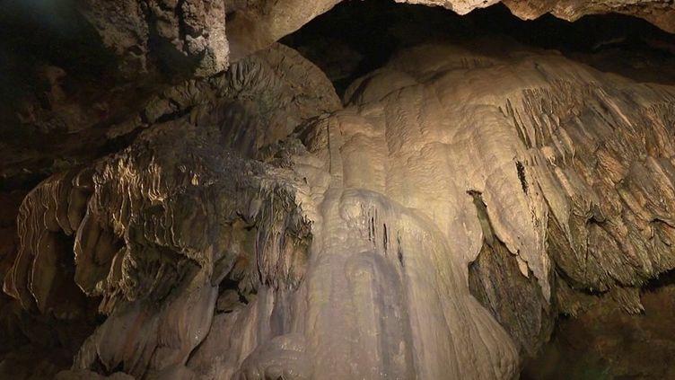 Lot : plongée vers le centre de la terre, dans le gouffre de Padirac (France 2)