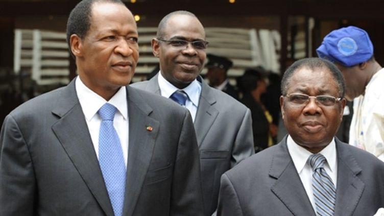 Le président Burkinabé Blaise Compaore, le chef de junte nigérienne Salou Djibo et le President de la Cedeao James Gbeho (AFP/PIUS UTOMI EKPEI)