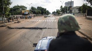Un membre de la Gendarmerie nationale centrafricaine patrouille à Bangui (Centrafrique), le 29 mai 2014. (MARCO LONGARI / AFP)