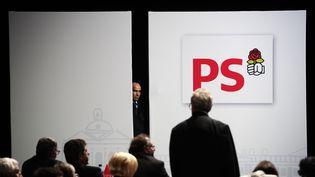 Des participants au congrès du Parti socialiste à Toulouse (Haute-Garonne), le 27 octobre 2012. (LIONEL BONAVENTURE / AFP)