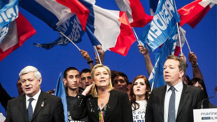 La candidate Front national, Marine Le Pen, à la fin d'un meeting à Lyon (Rhône), le 7 avril 2012. (ALEXANDER ROTH-GRISARD / MAXPPP)