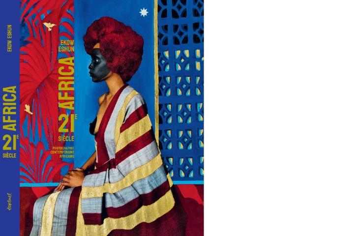 """La couverture de """"Africa, 21e siècle"""" (Textuel), photo de Lina Iris Viktor (Courtesy de l'artiste et Marianne Ibrahim Gallery Chicago)"""