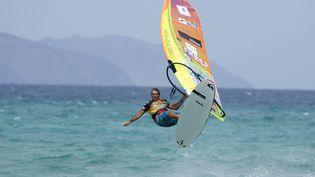 Antoine Albeau participe à une compétition de windsurf, le 30 juillet 2016sur l'île de Fuerteventura (Canaries). (MAXPPP)