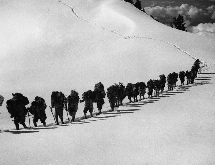 Une expédition d'alpinistes allemands sur le Nanga Parbat, en 1934. (HULTON DEUTSCH / CORBIS HISTORICAL / GETTY IMAGES)